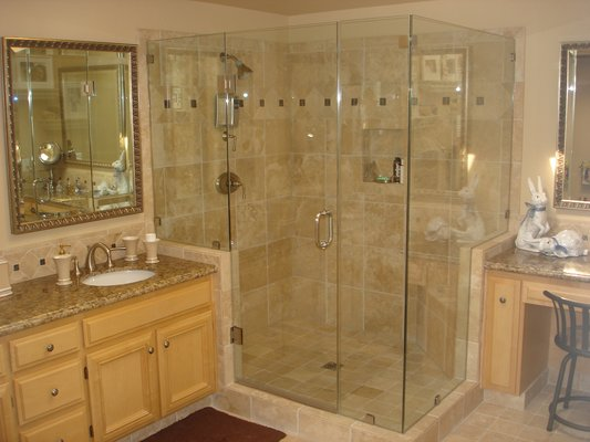 Corner Shower Doors, 90-Degree Corner Shower Enclosures | Houston, TX